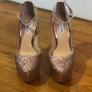 7ac9f6596c1 Steve Madden Shoes - STEVE MADDEN WOMEN S GOLD DEENY-R PLATFORM PUMPS